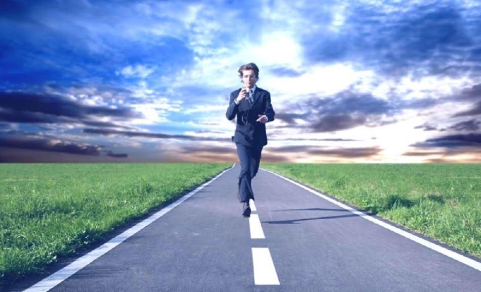 Сегодня не существует какого-то всем известного, правильного способа продвижения по карьерной лестнице. Можно работать всю жизнь на одной должности, а можно переходить с места на место, меняя профессии. Само по себе построение карьеры – довольно сложный процесс, который и не каждому нужен.