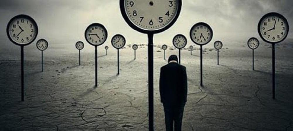 Возрастные кризисы и кризисные периоды прочно обосновались в нашей жизни. Кроме известных и уже изученных кризисных периодов, в процессе научно-технического прогресса рождаются всё новые и новые варианты человеческих кризисов.