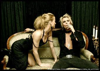 мужчина с сигаретой и женщина