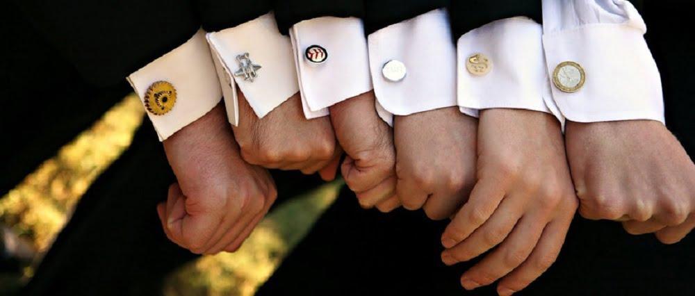 Запонки – это признак и символ хорошего вкуса, придающий уверенности в себе. Разнообразные модели запонок подойдут под любую одежду, галстук и ремешок часов. Кроме всего этого, именно запонки придают изящность и подчеркнут силуэт мужской руки.
