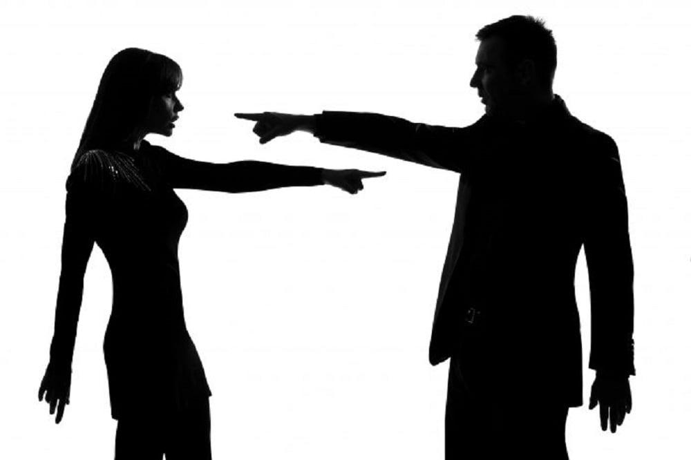 Кто-то когда-то сказал, что хорошая ссора укрепляет семейные отношения, но в то же время ссора – это способ общения, который в состоянии сломать семейную жизнь. У каждой семейной пары существуют свои кризисные периоды, которые могут усугубляться нежеланием услышать, понять и принять иные взгляды на жизнь.