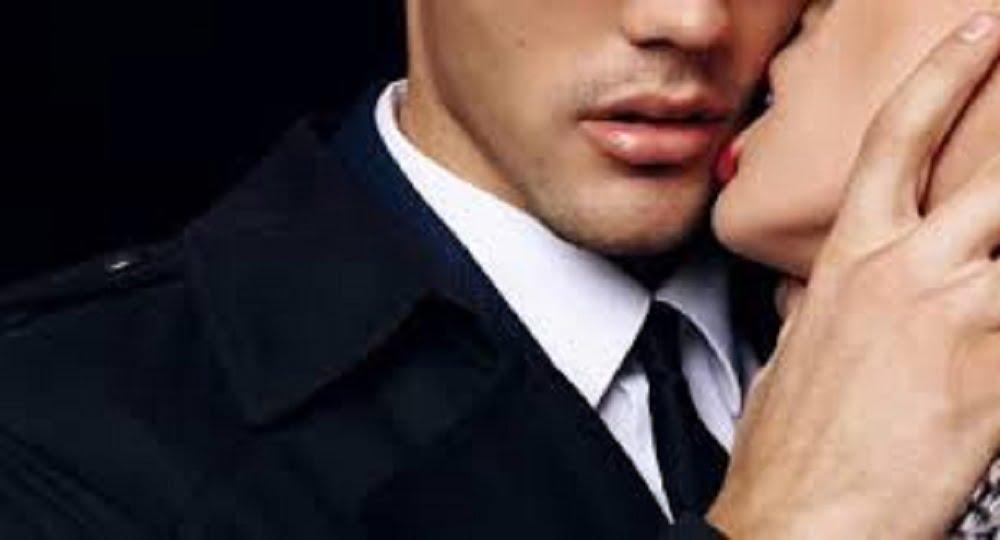 Каким был бы наш мир без поцелуев? Наверное, скучным и серым ведь, сколько эмоций и красок заложено в нежном мамином поцелуе, в милом дружеском или в поцелуе любимого человека страстно-гарячем сводящем с ума и заставляющим дрожать коленки.