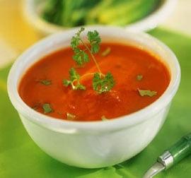 Острый томатный суп с куриной грудкой и сельдереем  суп