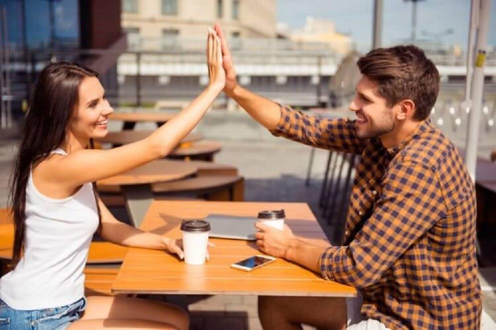 Существует ли дружба между мужчиной и женщиной? Кто-то уверенно скажет, что существует, ещё кто-то скажет, что такого не может быть в принципе. Но в том и другом случаях люди будут опираться на свой жизненный опыт построения отношений, в том числе и дружеских.