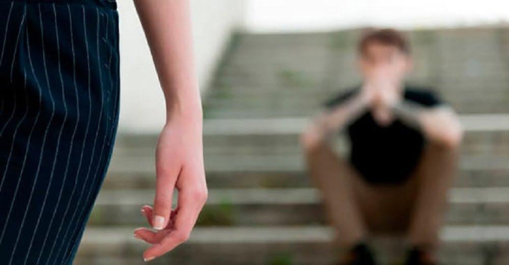 В отношениях с мужчинами многие представительницы прекрасного пола очень часто совершают массу ошибок и как говориться, остаются «у разбитого корыта».