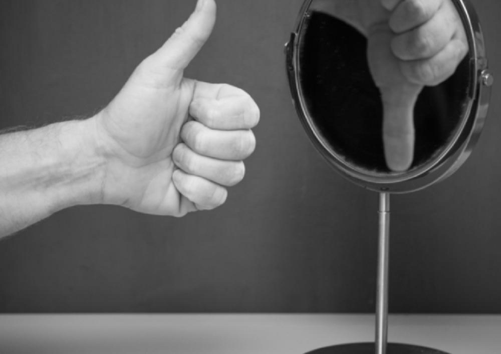 Сегодня ни для кого не секрет, что такое «самооценка». Современные люди проходят ликбезы под названием «сам себе психолог» и искренне верят в то, что смогут решить все свои проблемы самостоятельно.