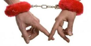 Вступив в брак, многие наслаждаются единением и близостью. Но проходит время, и отношения теряют былую пылкость. Это не повод для отчаяния, а лишь возможность внести некое разнообразие в привычные будни. Для этого достаточно купить сексуальные игрушки.