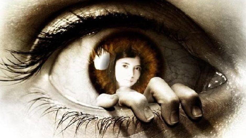 Как известно, способность мозга получать информацию из окружающей действительности при этом создавая картину мира параллельно регулируя деятельность и поведение называют - психикой. Наша психика умеет сама себя защищать с помощью набора определенных механизмов. На инстинктивном уровне она может блокировать психотравмирующие компоненты реальности которые негативно влияют на структуру личности человека.